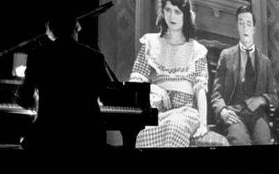Cine mudo con música en directo en La Era de la plaza de Coscojuela